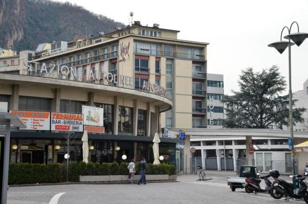 HOTEL ALPI BUSBAHNHOF BENKO SIGNA CHIPPERFIELD KAUFHAUS BOZEN